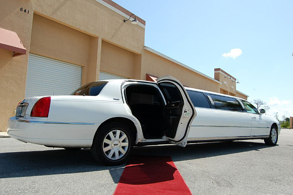 lincoln stretch limo Meriden